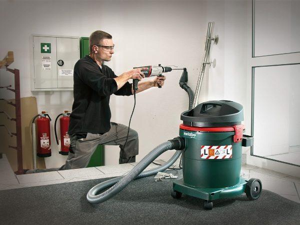 Применение пылесоса при работе электродрелью