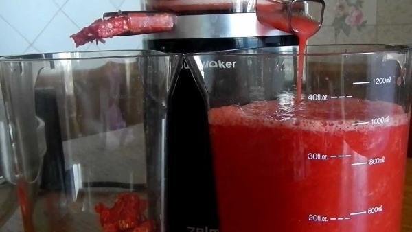 Свежевыжатый томатный сок