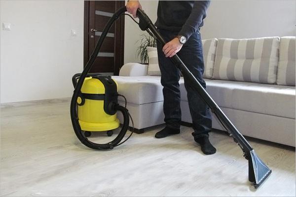 Уборка пылесосом