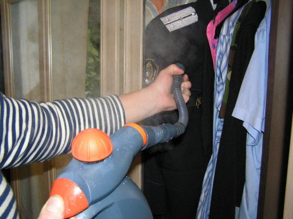 Пароочиститель для чистки одежды