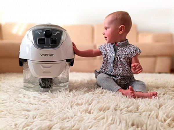 Ребенок и пылесос