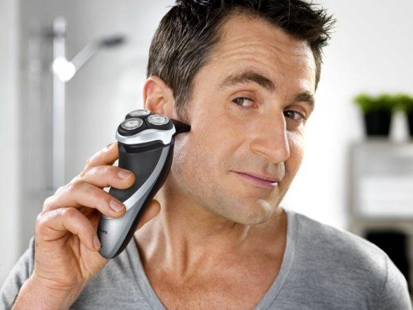 Процедура бритья электробритвой