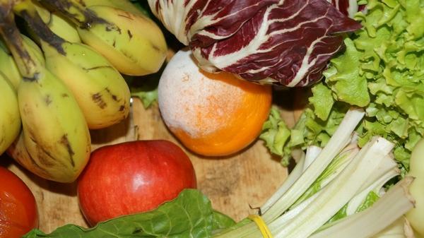 Испорченные фрукты и овощи
