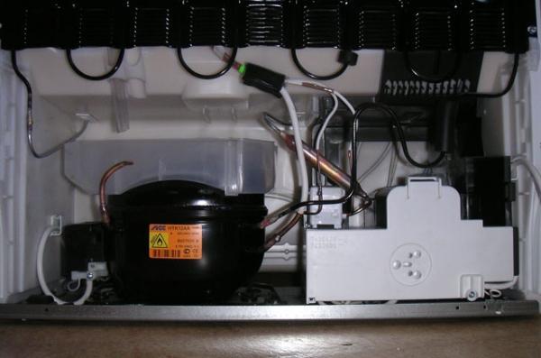 Компрессор в холодильнике Либхер