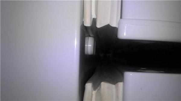 Не закрывается дверца холодильника