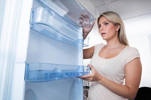 Полочки на двери холодильника