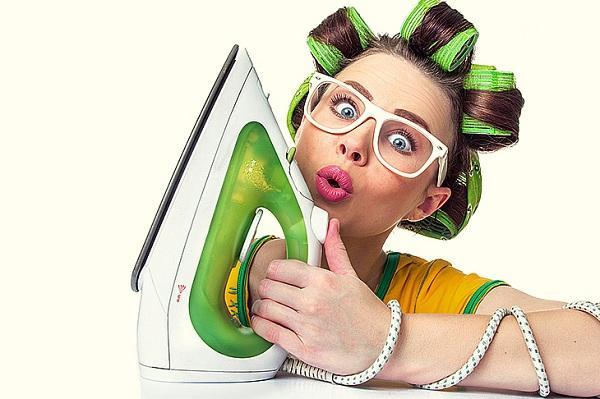 Девушка с зеленым утюгом