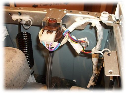 Почему машинка не отжимает белье причины