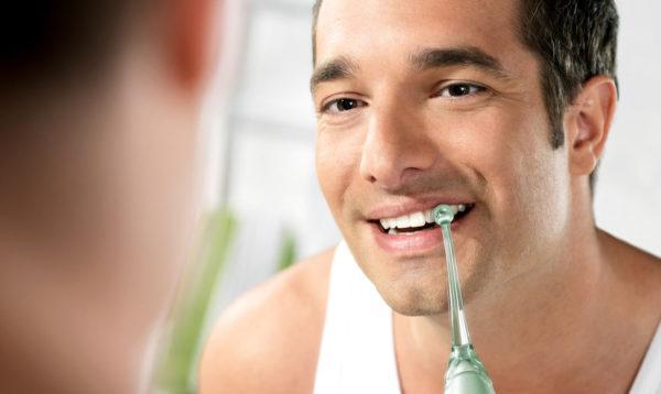 Чистка полости рта ирригатором