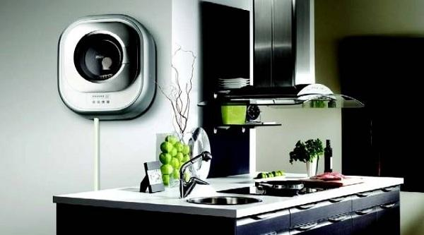 Настенная машинка на кухне