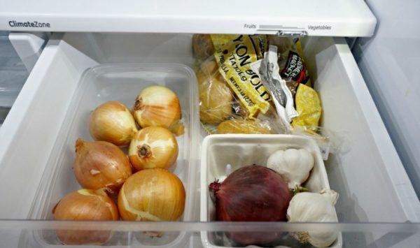 Лук в холодильнике