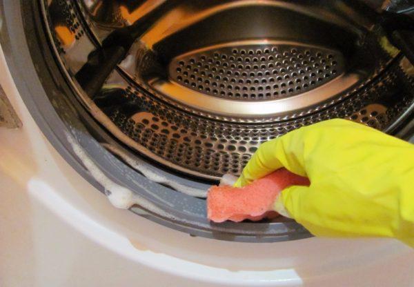 Очищение хлоросодержащим средством