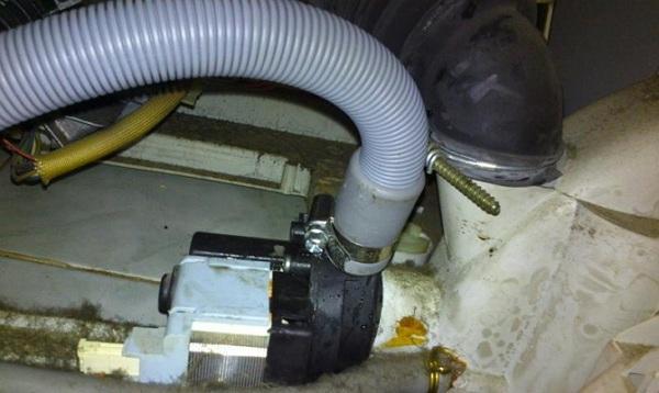Подтекает шланг подачи воды к стиральной машине