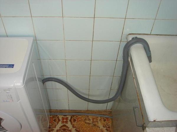 Слив через сантехнику