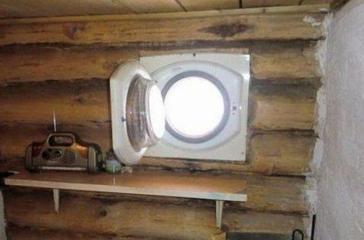 Окно в деревянном срубе