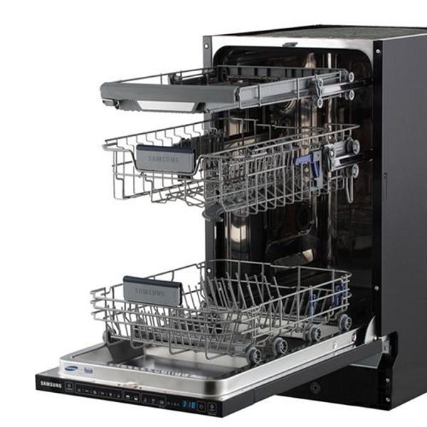 Черная посудомоечная машина