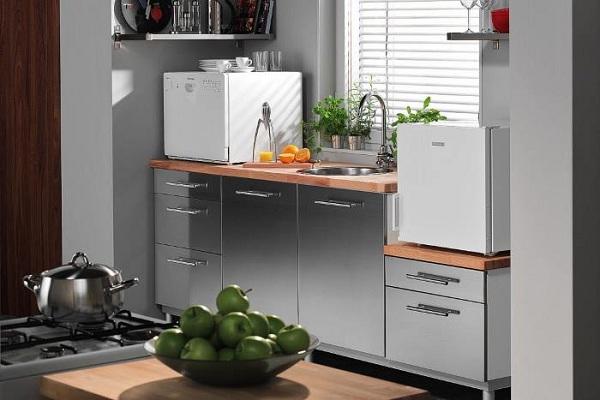Машина посудомоечная на кухне