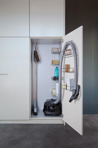 Шкаф для хранения пылесоса