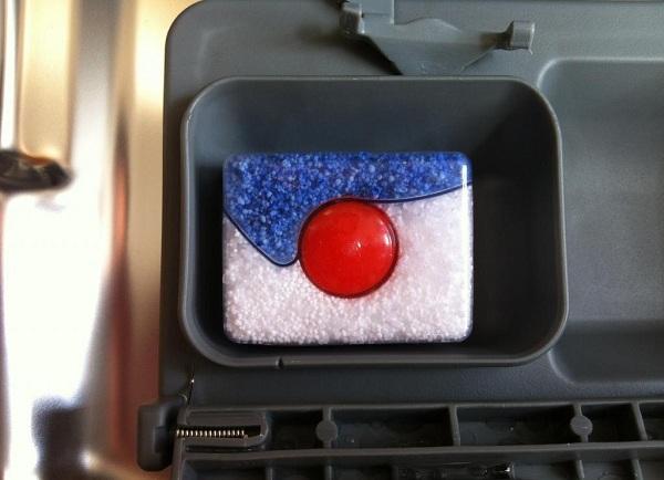 Таблетка в отсеке посудомойки