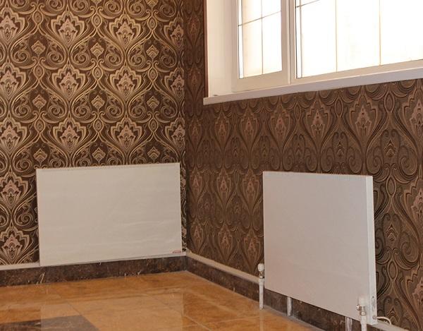 Два конвектора на стене