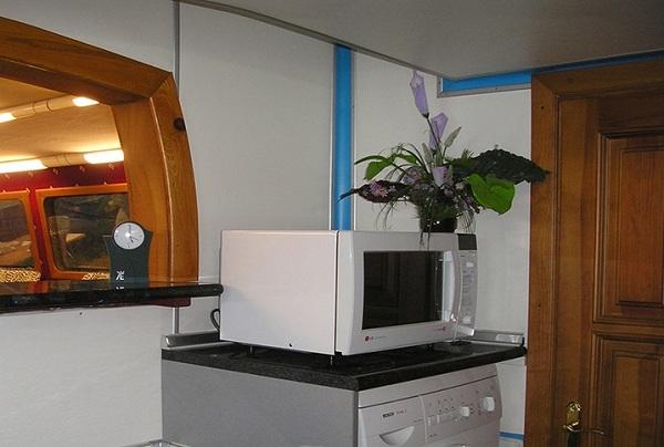 Микроволновая печь и стиральная машина