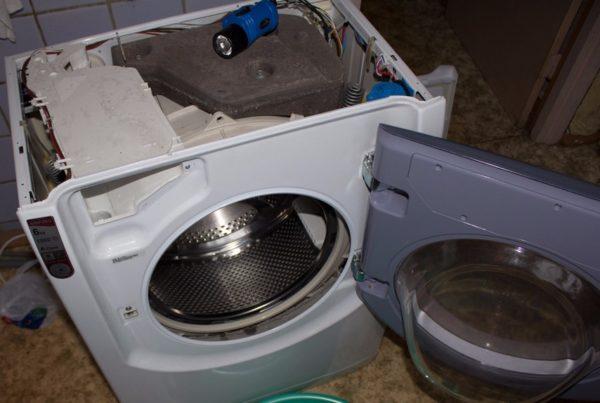Съем верхней крышки стиральной машины