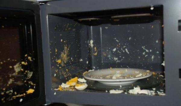 Последствия разогрева яиц в микроволновке