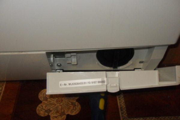 Снятие фильтра в стиральной машине