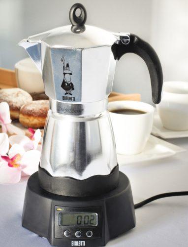 Гейзерная кофеварка с электропитанием