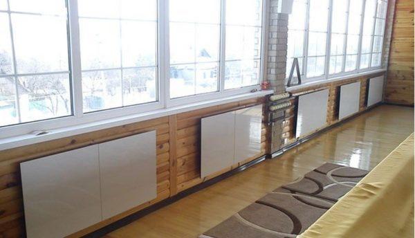 Керамические обогреватели, установленные под окнами