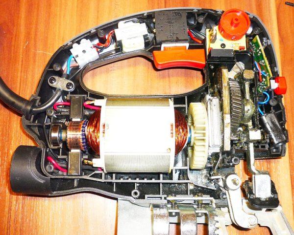 Внутреннее устройство электролобзика