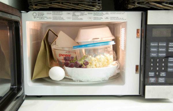 Запрещенная посуда в микроволновке