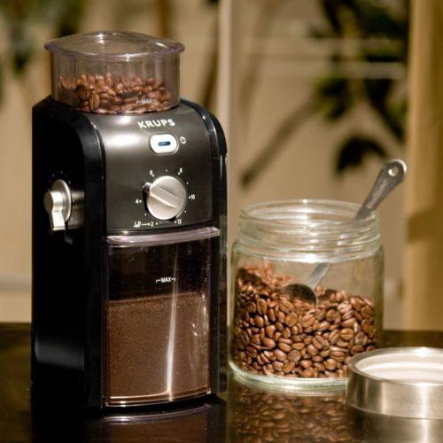 Кофемолка с мерной ложкой