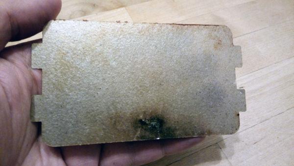 Прогоревшая слюдяная пластина