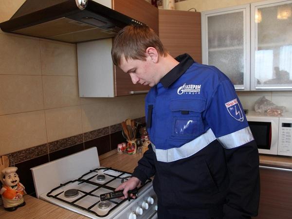 Проверка плиты специалистом