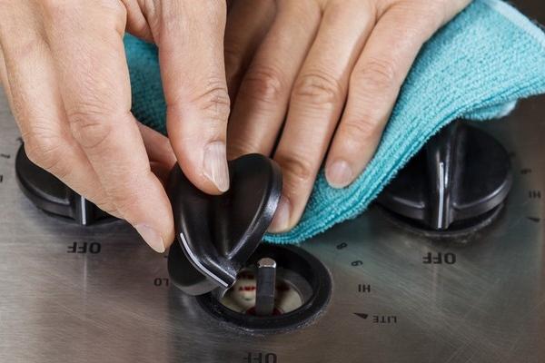Очистка ручек плиты