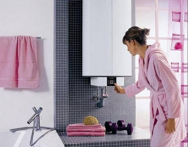 Девушка и водонагреватель