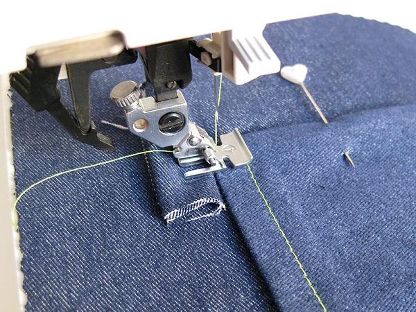 Джинс на швейной машине