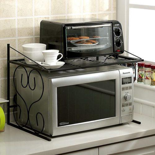 Маленькая микроволновка на кухне