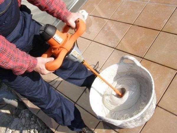 Замешивание цемента