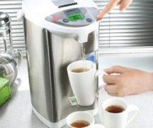 Термопот с чашками чая