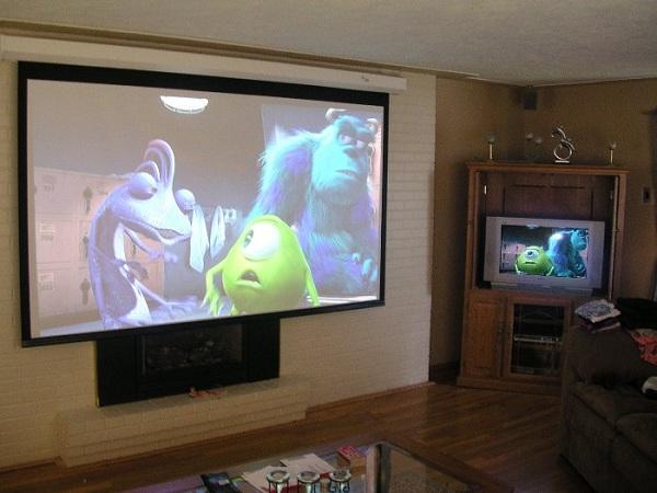 Изображение на проекторе и телевизое