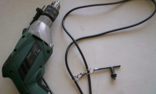 Ключ прикреплен к шнуру агрегата