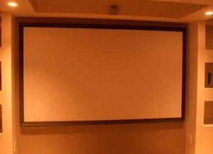 Монтаж экрана на стене