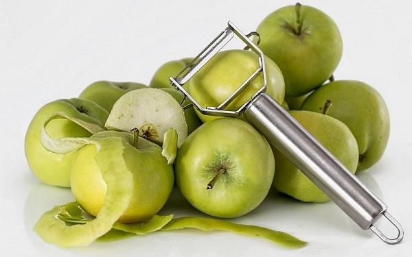 Яблоки и кожура