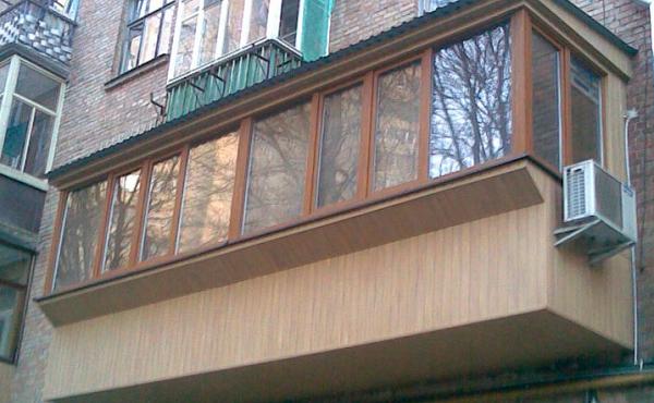 Кондиционер на балконе с остеклением