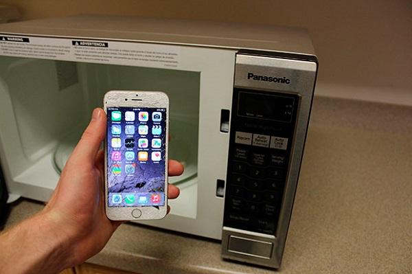 Микроволновка и телефон