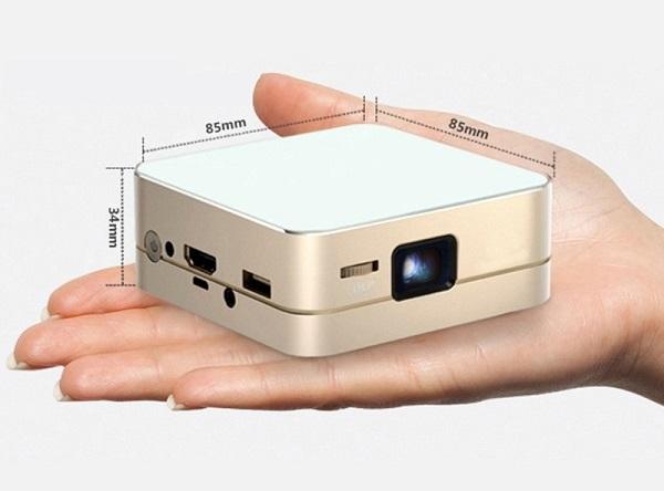 Пико проектор на ладони