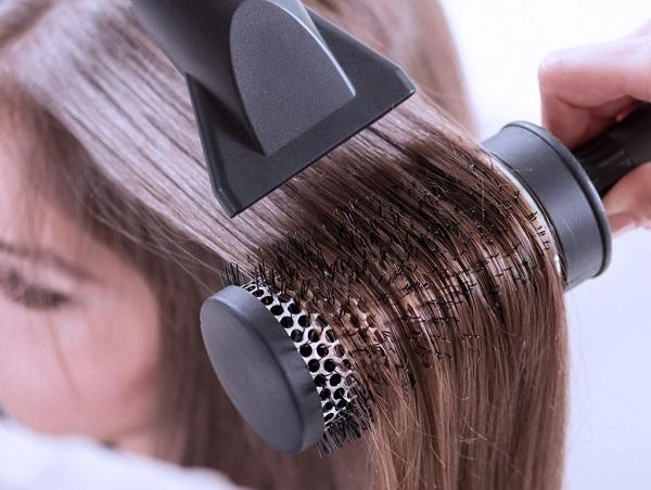 Сушка волос феном