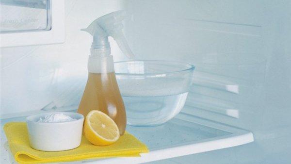Лимон, сода и вода в холодильнике